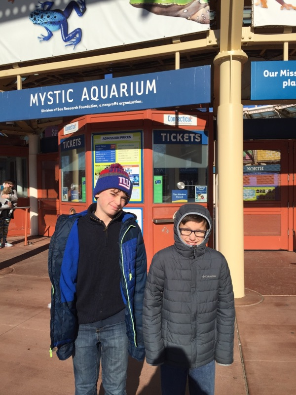 kids-at-aquarium