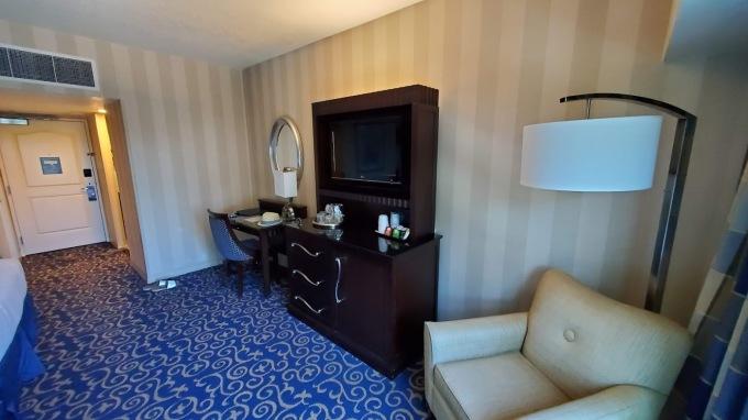 DISNEYLAND HOTEL 7 CA 2019.jpg